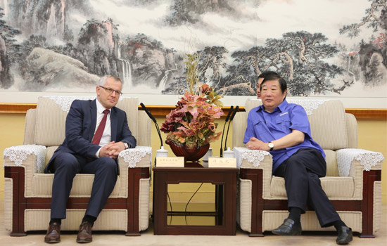 Weichai Chairman  Meets with FEV CEO  to Deepen Technical Cooperation